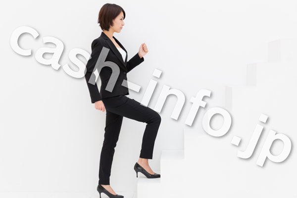 女性階段登る