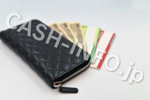 黒財布とお札と通帳