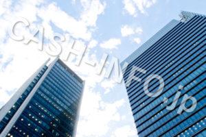 青空と高層ビル
